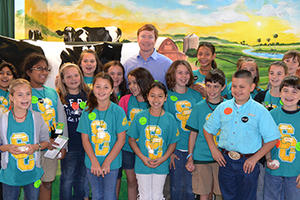 Commissioner Putnam with students at the Florida State Fair in Tampa